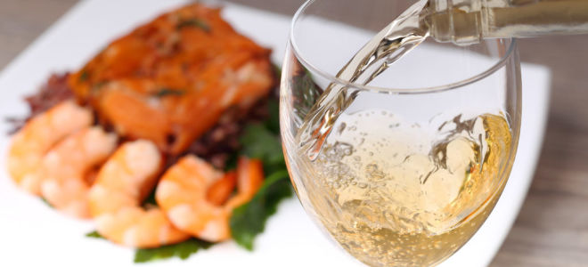 Вино к рыбе: выбираем алкогольный напиток к морепродуктам, советы кулинаров