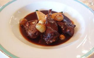 Кролик в вине: выбор правильных продуктов и методика приготовления вкусного блюда